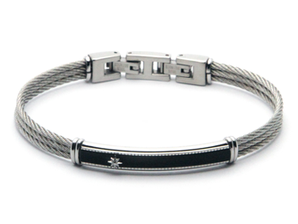Stainless steel cable bracelet and black PVD plate with steel wind rose